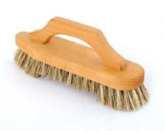 brosse de ménage en bois avec poignée